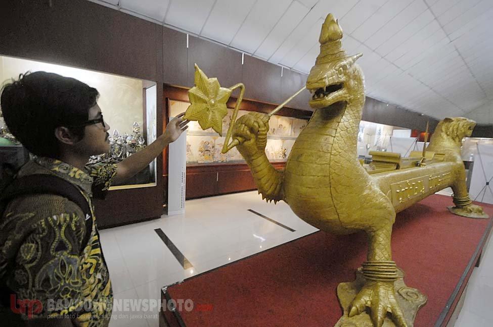 Kacapi Raksasa Naga Maung Museum Sri Baduga Bandung Bandungnewsphoto Media
