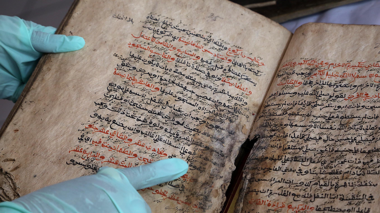 Museum Sri Baduga Miliki 158 Naskah Kuno Pikiran Rakyat Petugas