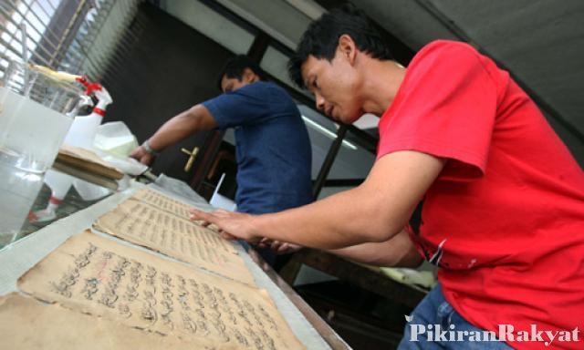 Pelestarian Naskah Kuno Museum Sri Baduga Pikiran Rakyat Ade Bayu