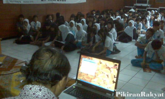 Pendidikan Budaya Lokal Semakin Dikesampingkan Pikiran Rakyat Retno Heriyanto Prlm