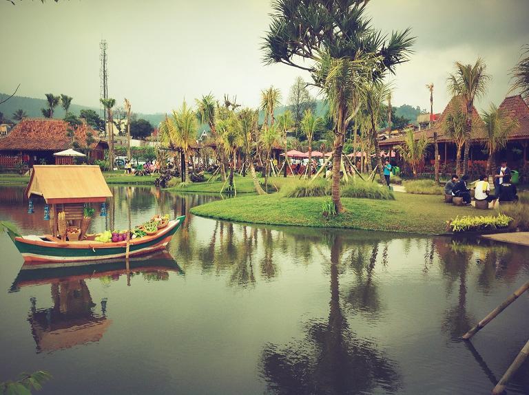 Destinasi Wisata Daerah Lembang Bandung Jawa Barat Fatamourgana Pasar Apung