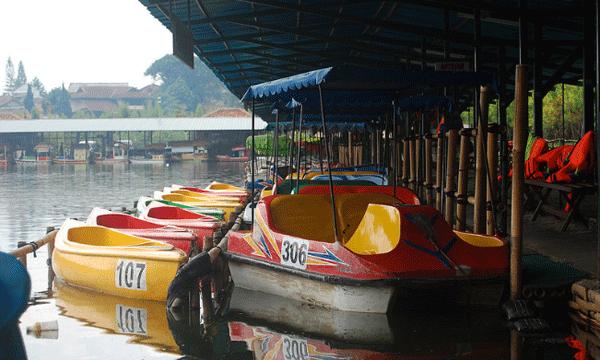 Floating Market Lembang Keunikan Wisata Pasar Terapung Bandung Wahana Permainan