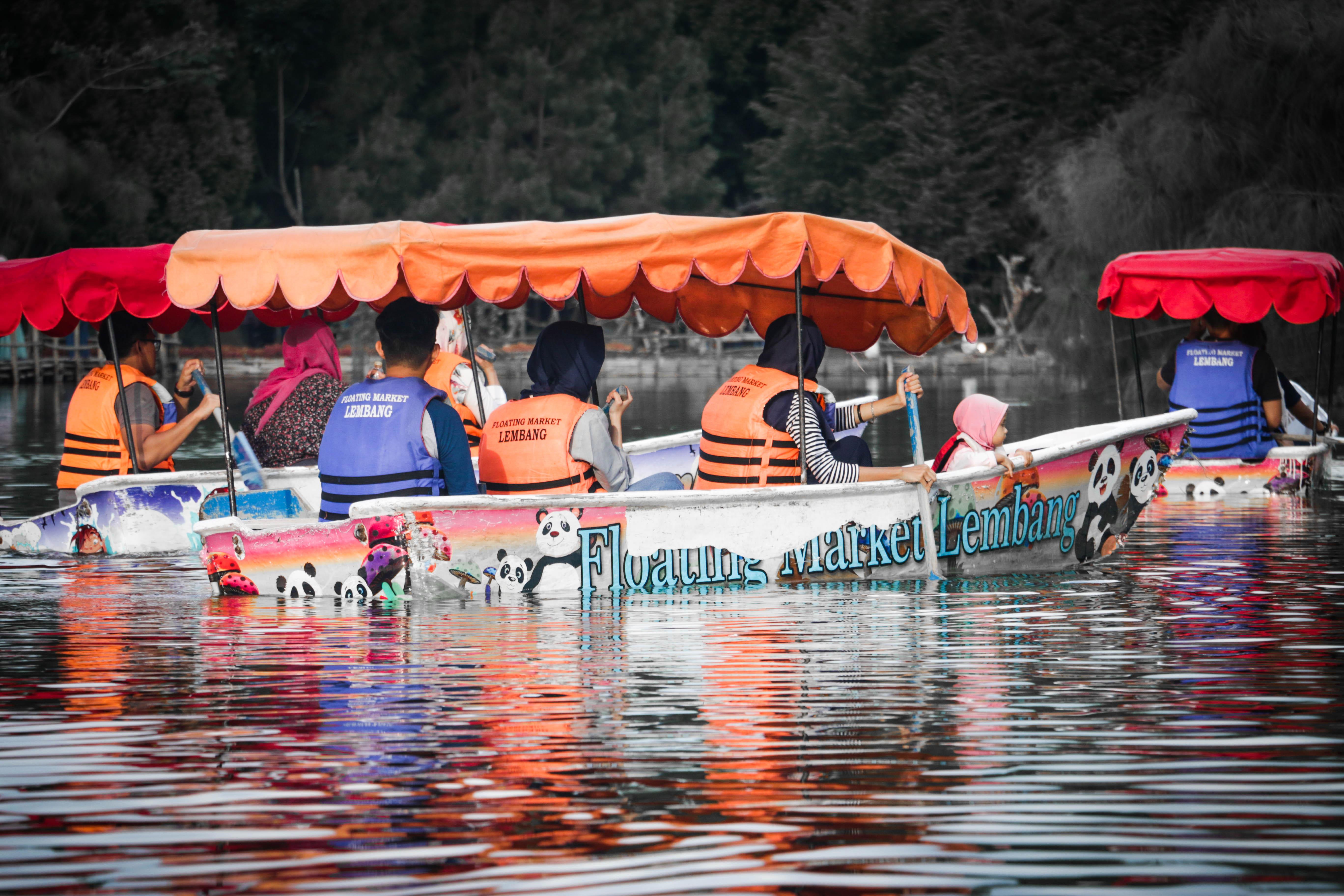 Floating Market Lembang Nikmati Jajanan Khas Sunda Wisata Pihak Pengelola