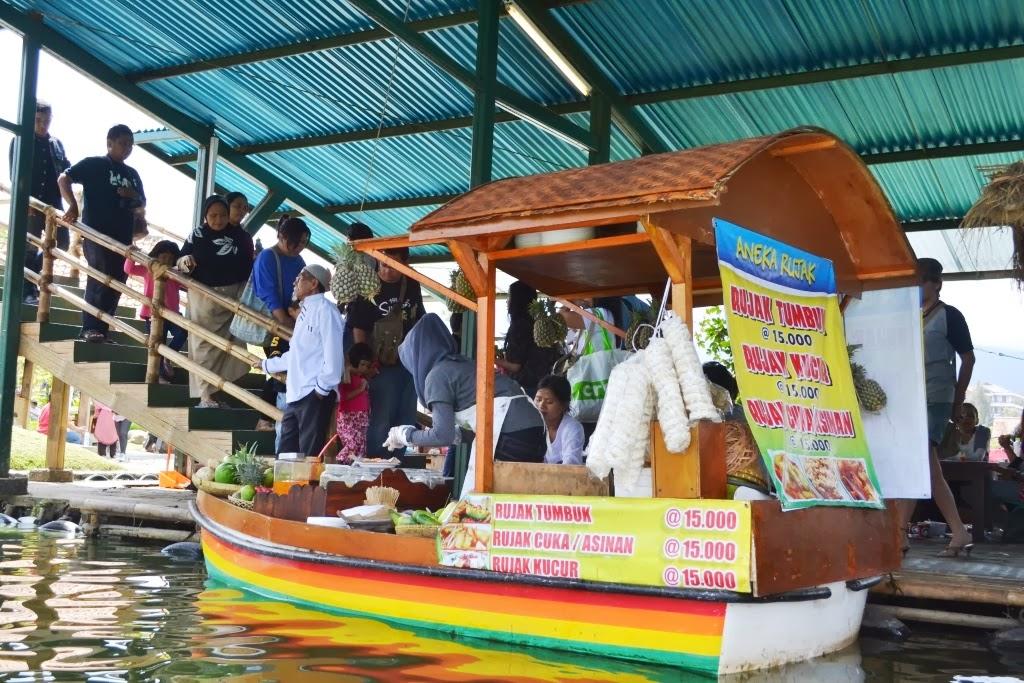 Jejak Pena Pemula Pasar Apung Lembang Floating Market Berlokasi Sebuah