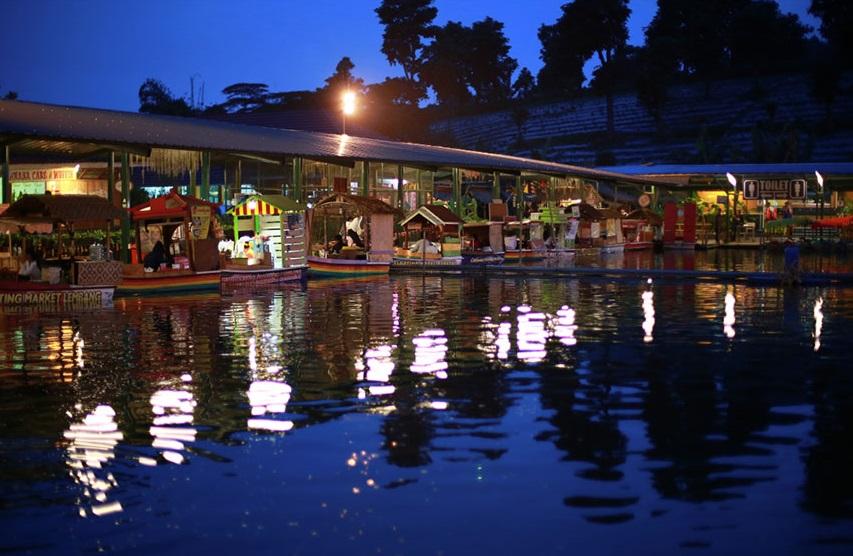 Julianadewi Melewati Senja Romantis Floating Market Kota Kembali Duduk Area