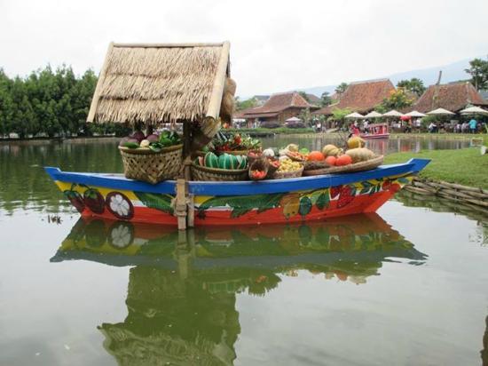 Kuliner Unik Pasar Terapung Lembang Bandung Indolinktous Tasik Picture Floating