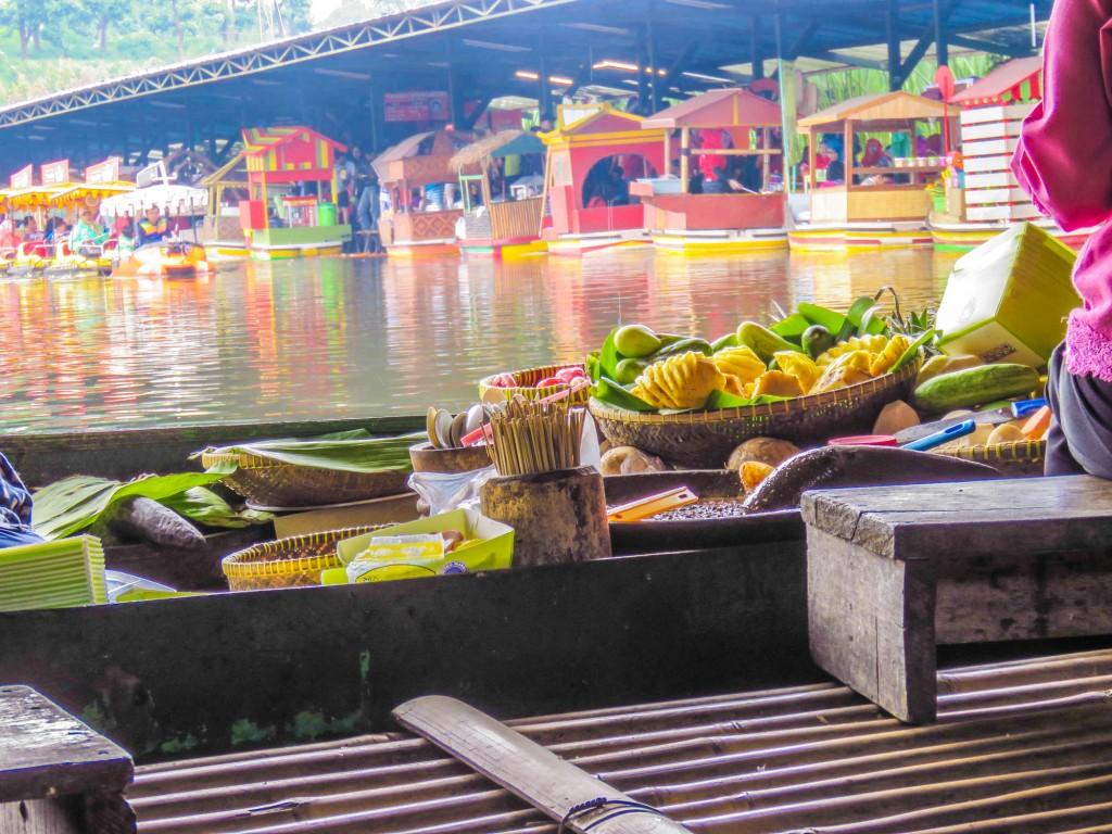 Puas Jalan Cantik Floating Market Lembang Wisata Bandung Tempat Favorit