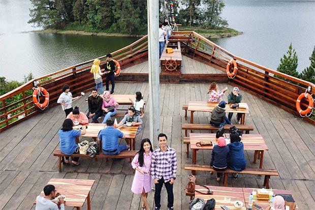 55 Tempat Wisata Bandung Bagus Indah Pinisi Resto Glamping Lakeside