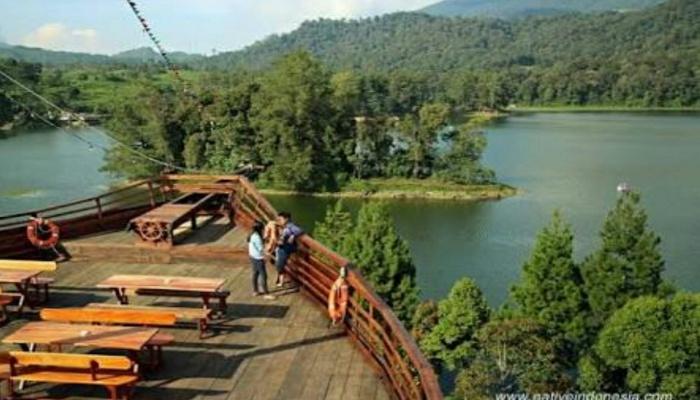 Pinisi Resto Glamping Lakeside Rancabali Bandung Kab