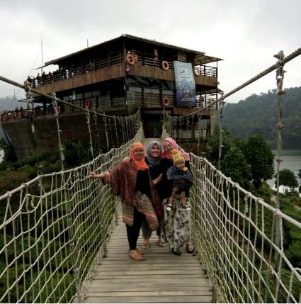 Travel 01 Glamping Lakeside Rancabali Ciwidey Kab Bandung Makanan Pinisi