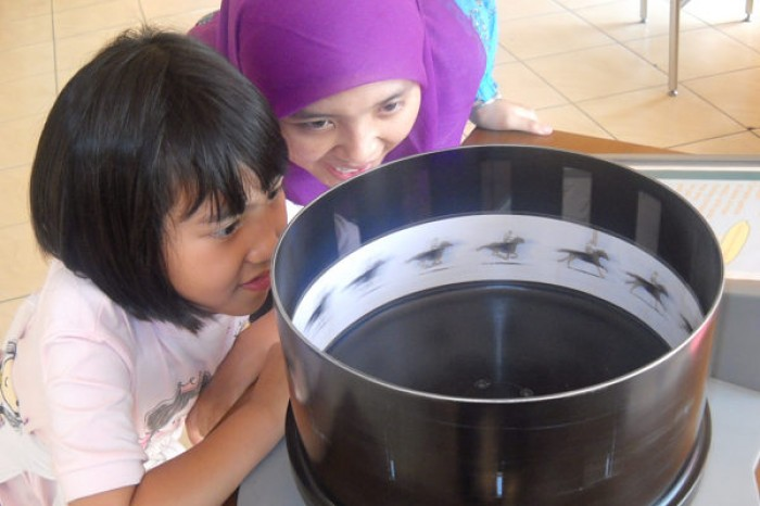 Serunya Mengeksplorasi Beragam Alat Peraga Iptek Puspa Sundial Bandung Kab