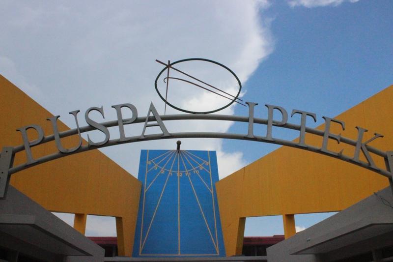 Study Tour Smpn3 Cepiring Bandung Renespool Puspa Iptek 1 Sundial
