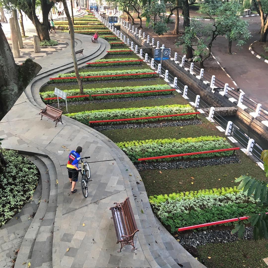 Taman Balai Kota Bandung Indonesiaworthit City Pinterest Puspa Iptek Sundial