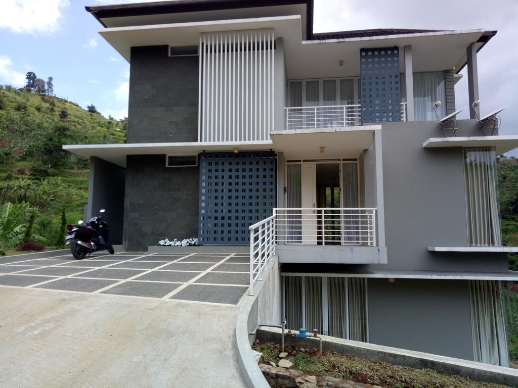 Vacation Home Rosegarden 70 Bandung Indonesia Booking Gallery Image Property