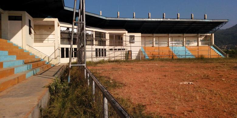 Bangunan Kumuh Bernama Stadion Jalak Harupat Kompas Venue Softball Berada