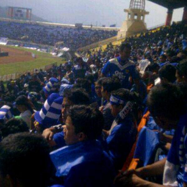 Foto Stadion Jalak Harupat Sepak Bola Diambil Oleh Igang 7
