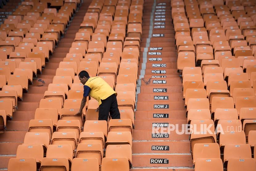Renovasi Stadion Jalak Harupat 20 Persen Republika Online Pekerja Memeriksa