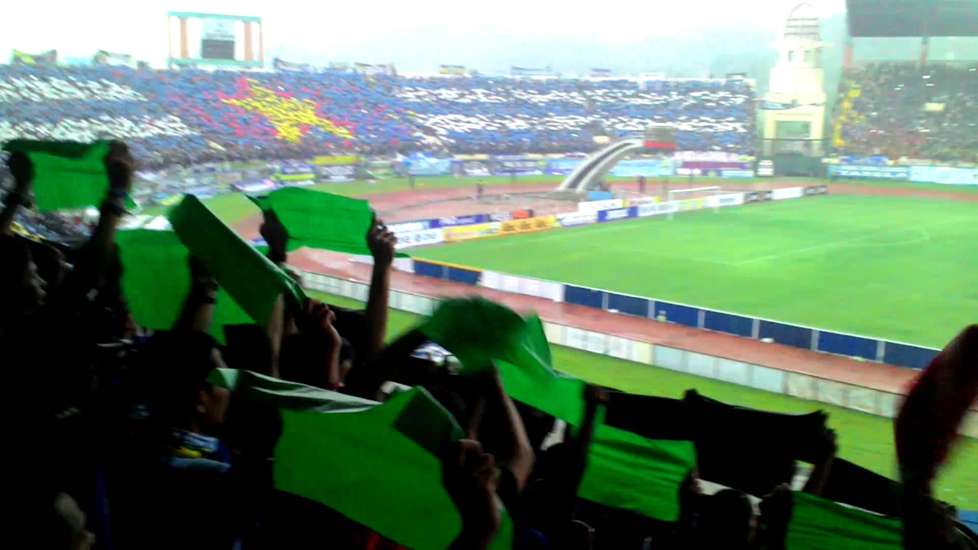 Suasana Stadion Jalak Harupat Koreografi Bbtoh Youtube Kab Bandung