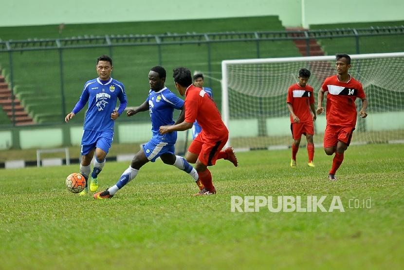 Persib Erick Weeks Hadapi Semen Padang Besok Republika Online Pemain