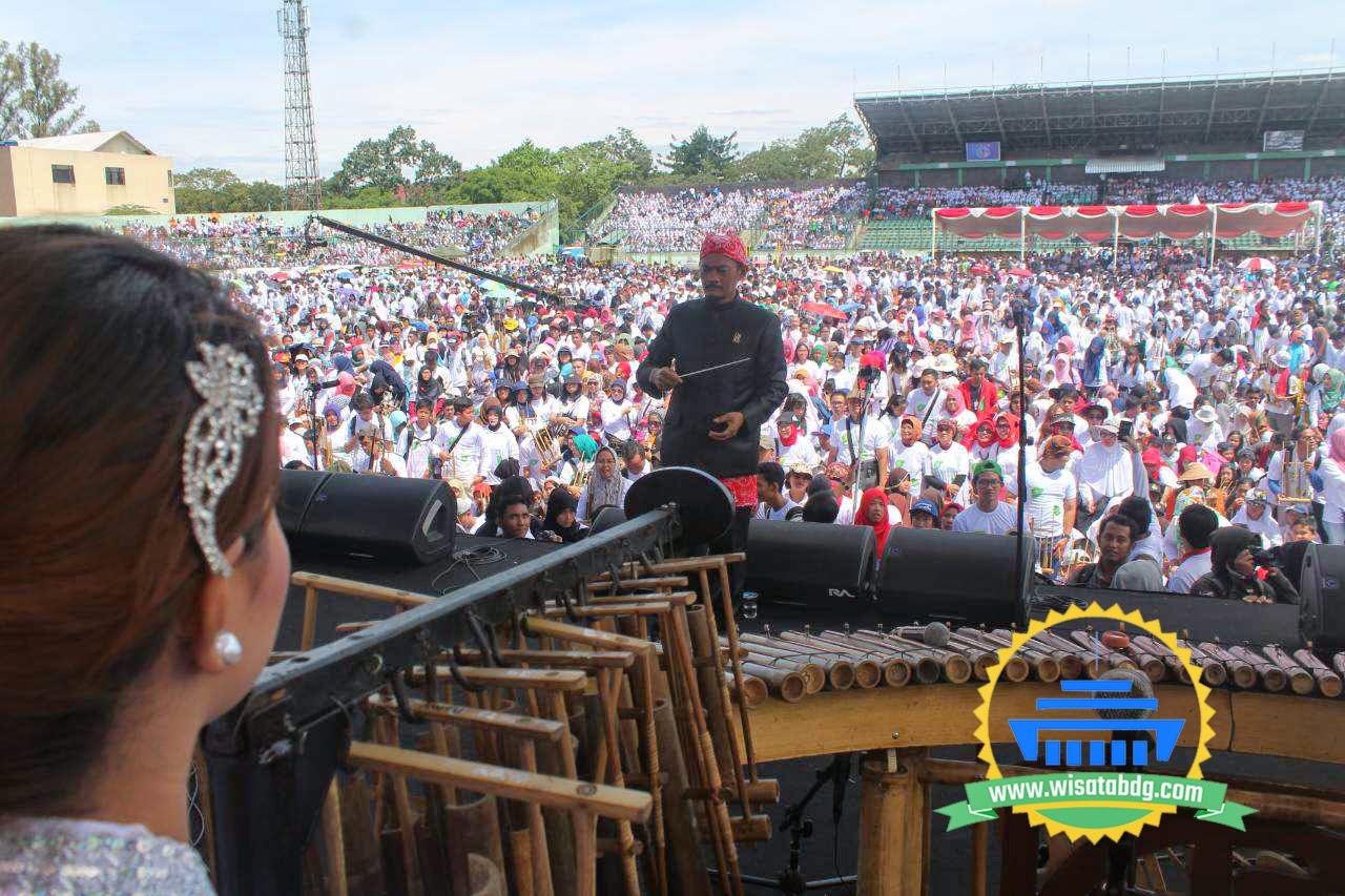 Rekor 20 000 Permainan Angklung Bandung Perdamaian Dunia Sejarah Pun