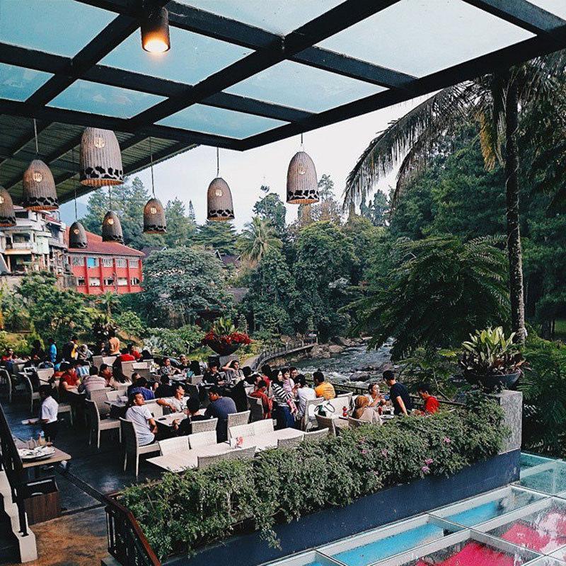 14 Unique Cafes Restaurants Bogor Dine Riverside Restaurant Sits River