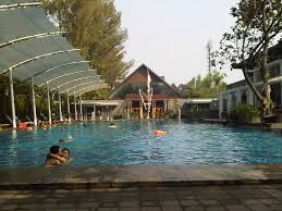 3 Wahana Wisata Air Populer Bandung Siliwangi Waterpark Taman Nirwana