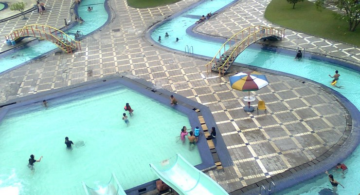 3 Wahana Wisata Air Populer Bandung Taman Nirwana Kab
