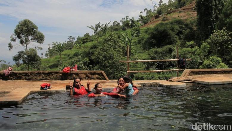 Mengunjungi Mata Air Berkhasiat Kabupaten Bandung Campaka Wisma Putra Detiktravel