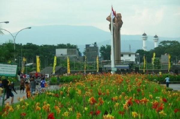 46 Tempat Wisata Bandung Murah Meriah Tak Membosankan Taman Tegalega