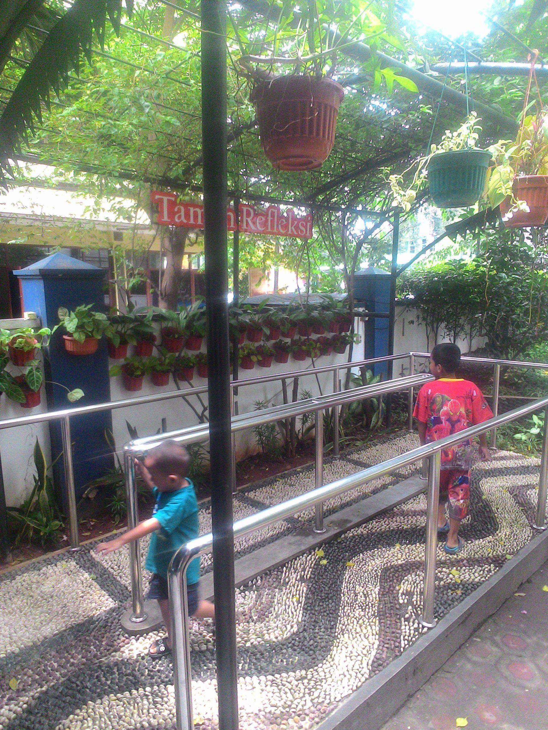 Puskesmas Keren Kebon Jeruk Ramai Dibicarakan Foto Taman Refleksi Kecamatan