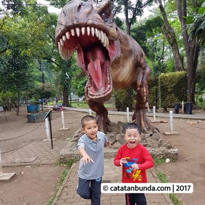 Rekomendasi Wisata Keluarga Bandung Ramah Anak Taman Lansia Foto Depan