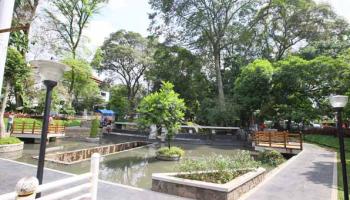 Stone Garden Geo Park Padalarang Taman Batu Unik Bandung Lansia