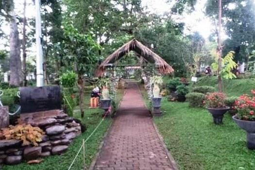 Taman Pustaka Bunga Kandaga Puspa Bandung Petatempatwisata Bersebelahan Lansia Kab