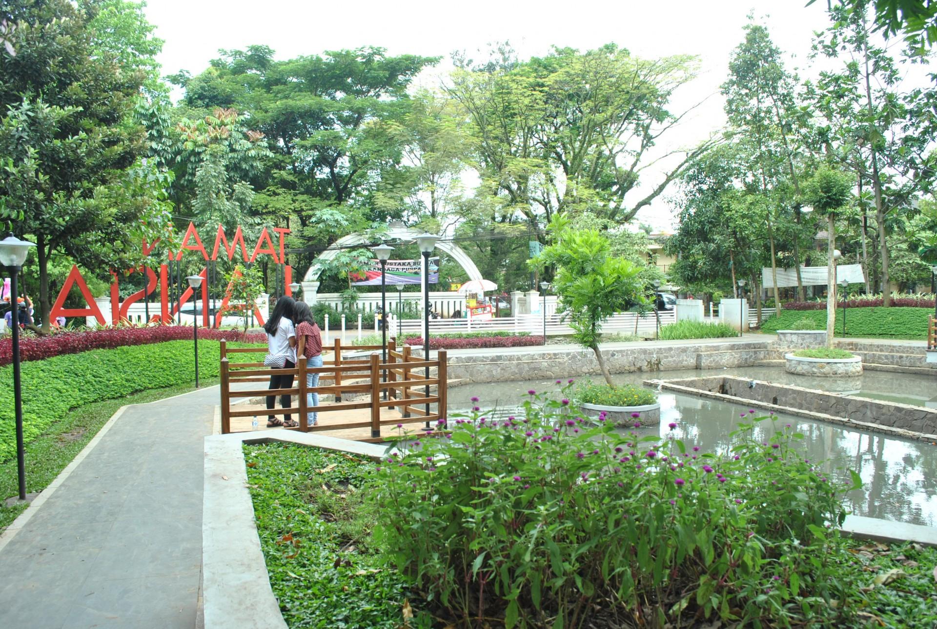 Tempat Nongkrong Murah Bandung Bayar Parkir Doang Taman Lansia 10