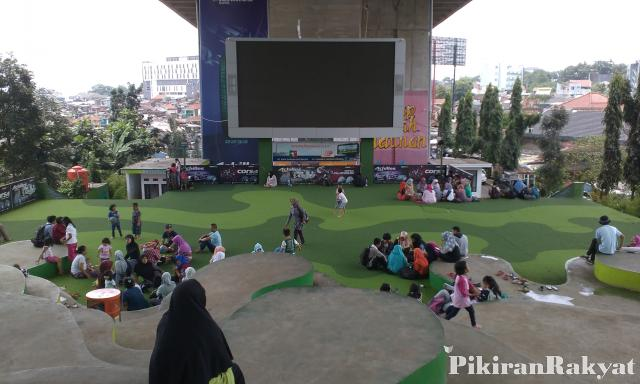 Asyiknya Bercengkerama Taman Film Bandung Pikiran Rakyat Pasupati Kab