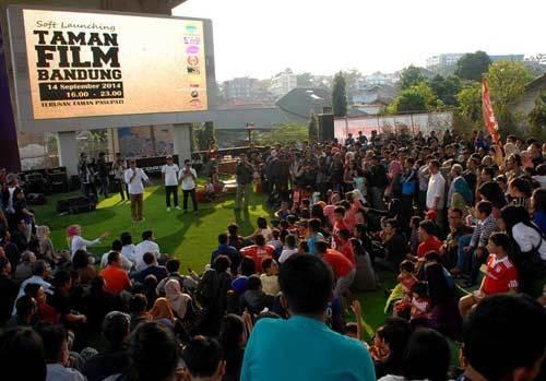 Nonton Taman Film Bandung Sambil Santai Tempat Wisata Terbaik Fil