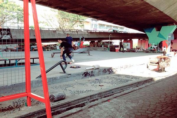 Taman Jomblo Lokasi Nongkrong Favorit Muda Mudi Bandung Merahputih Pasupati