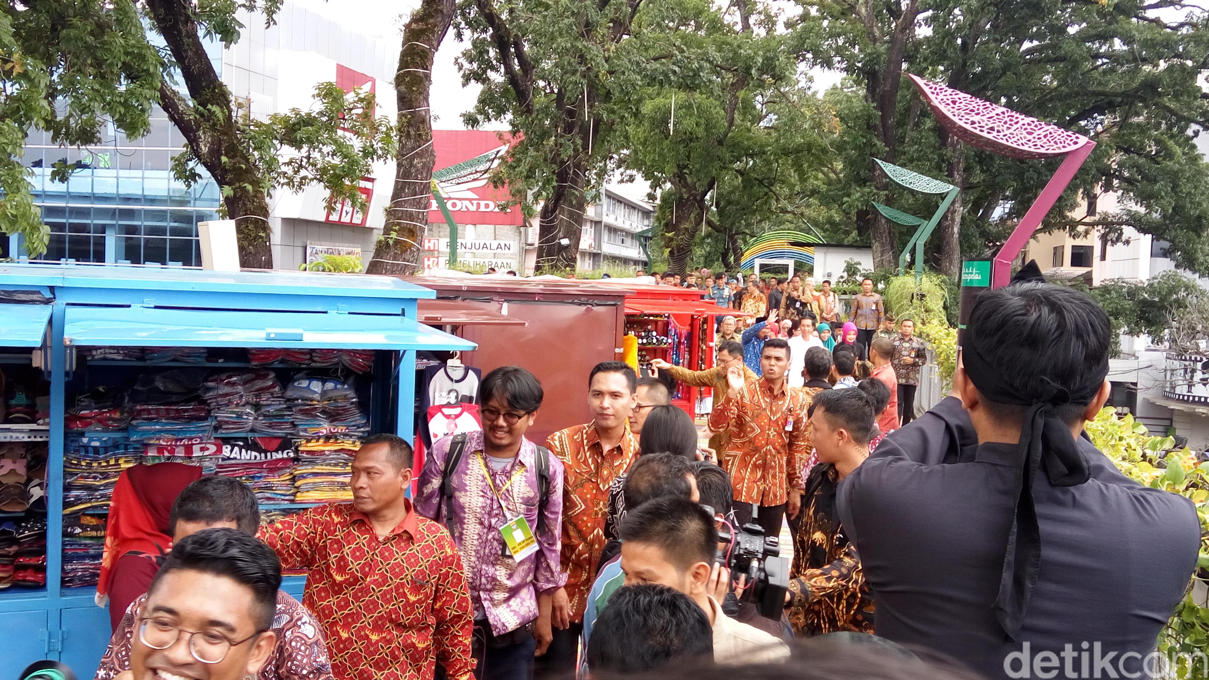 Jokowi Iriana Jalan Teras Cihampelas Bandung Senangnya Kab