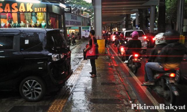 Parkir Bawah Teras Cihampelas Jadi Sorotan Pikiran Rakyat Trotoar Wibi