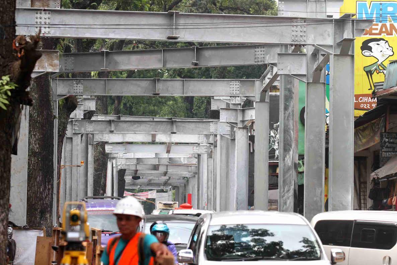 Skywalk Cihampelas Berbahasa Sunda Lift Teras Kab Bandung