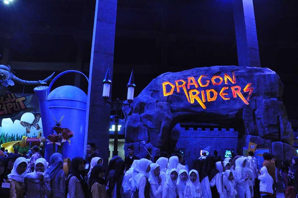 Destinasi Wisata Trans Studio Bandung Wahana Dragon Riders Kab