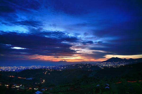 Bengong Asyik Warung Daweung Bandung Pemandangan Atas Foto Wiranurmansyah Bukit