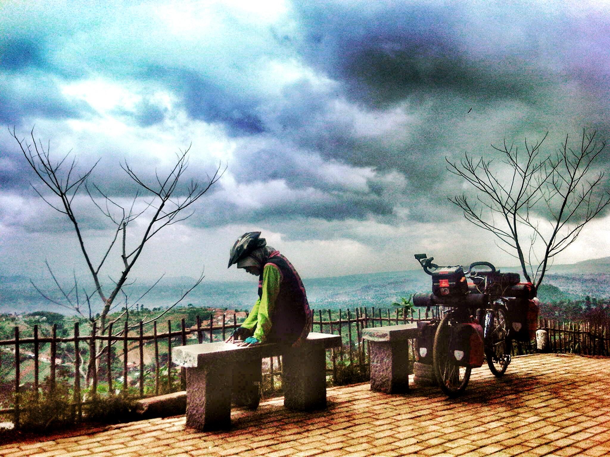 Bintang Puncak Hidup Udunan Tempat Melihat Pemandangan Kota Bandung Warung