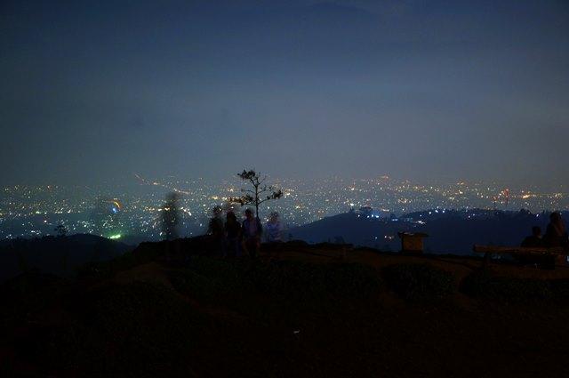 Bukit Moko Menikmati Malam Hari Bandung Ketinggian Liburmulu Bersantai Bersama