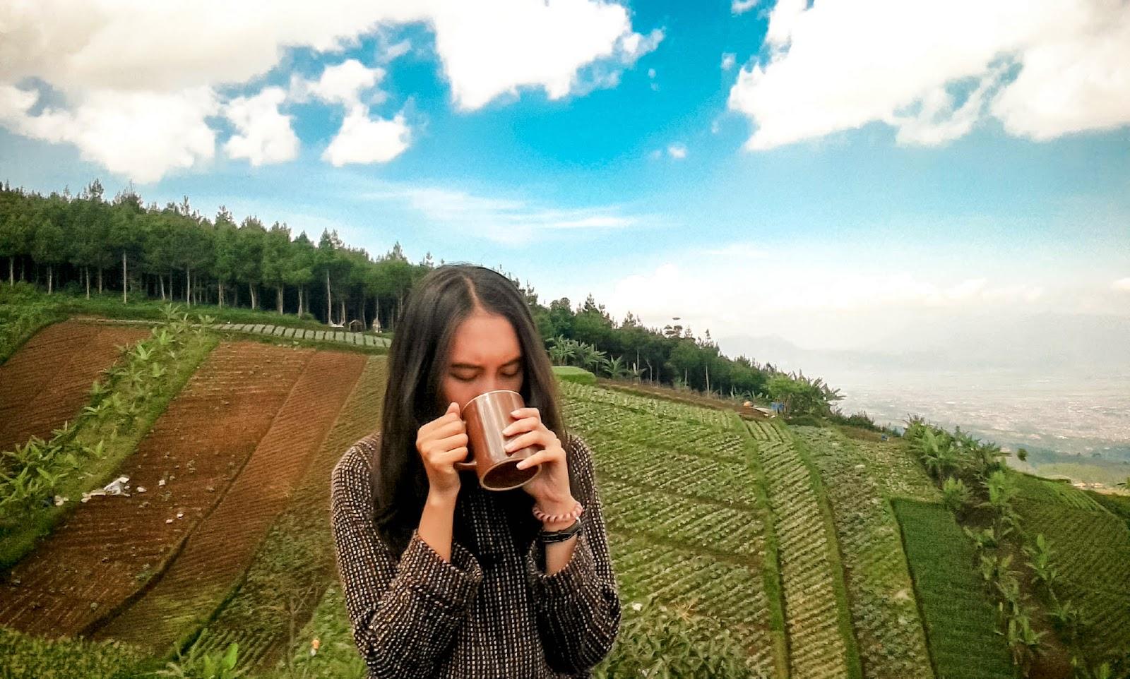 Deasiamela Bukit Moko Puncak Bintang Ceritanya Candid Sama Emput Haha