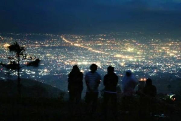 Wisata Bukit Moko Romantisme Bandung Kala Senja Wisatania Warung Daweung