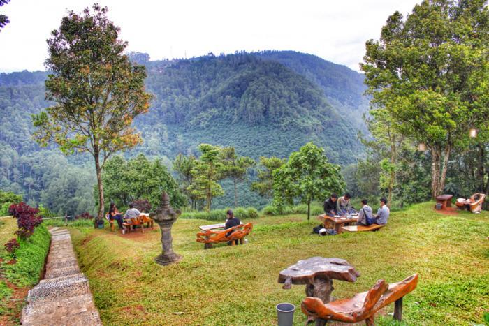 16 Tempat Wisata Alam Bandung Membuat Perasaanmu Jadi Featured Image