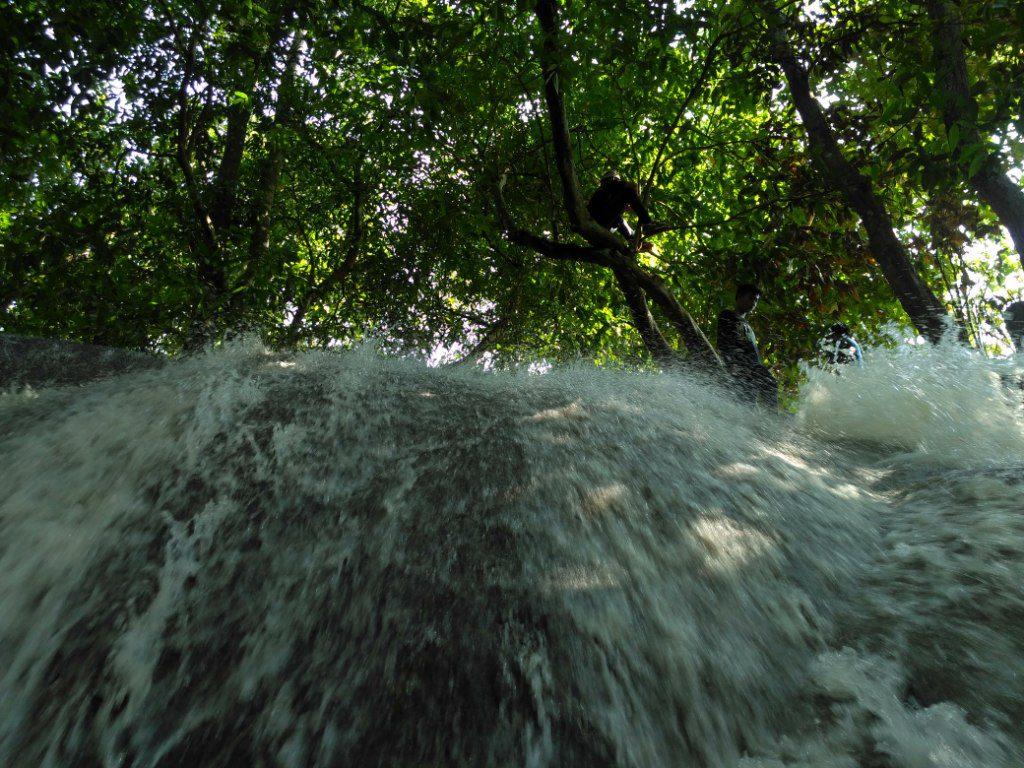 Air Terjun Batu Raja Galis Bangkalan Wisata Madura Mengunjungi Manetan