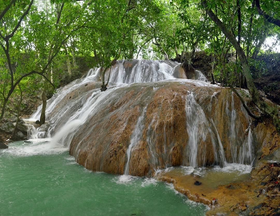 Air Terjun Batu Raja Manitan Pesona Keindahan Pulau Madura Jawa