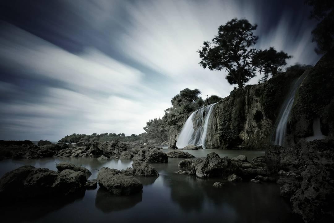 Air Terjun Toroan Sampang Mengagumkan Tepi Laut Jawa Batu Raja